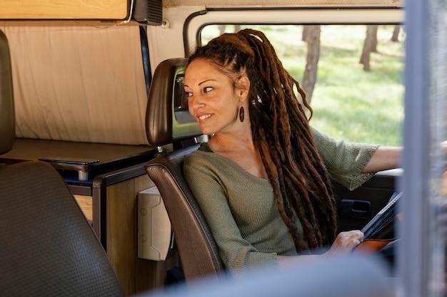 Portret vrouw rijden