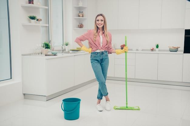 Portret vrouw schoonmaken