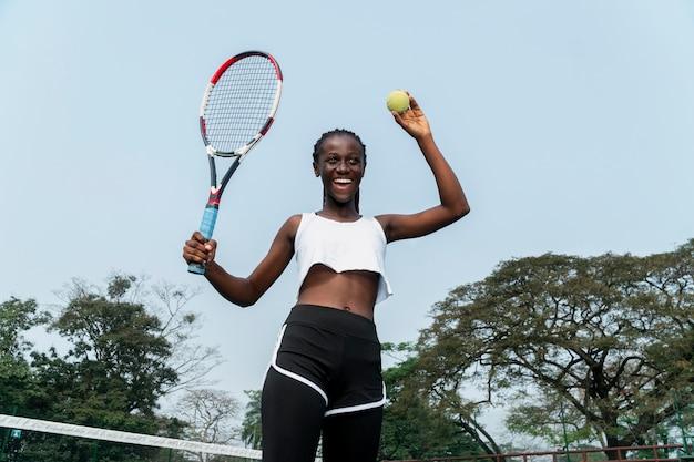 Portret vrouw tennissen