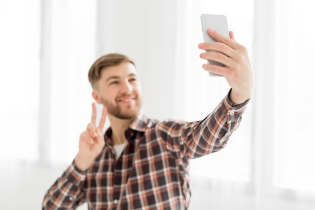 Portretmens die selfie nemen