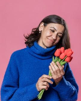 Portretvrouw met bloemen