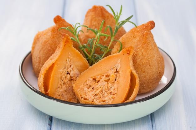 Portugese schotel coxinhas de frango