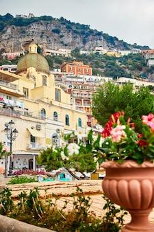Positano, amalfikust, campania, italië. prachtig uitzicht