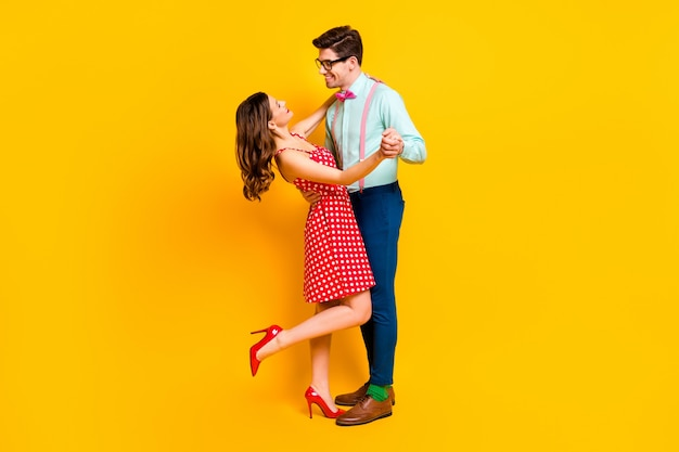 Positieve tedere twee mensen dansfeest people