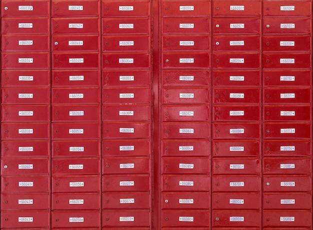Postbussen bij office abstract