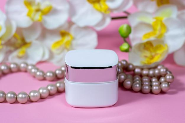 Pot crème roze ruimte met bloemen