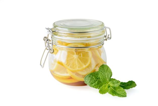 Pot met citroenen