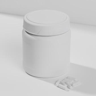 Pot met supplementen voor sportschool