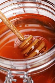 Pot met verse honing