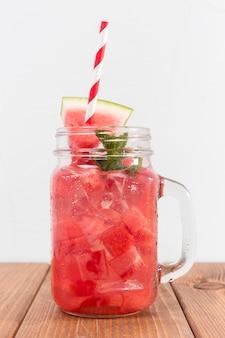 Pot met watermeloen drankje