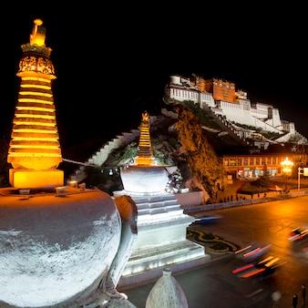 Potala palace 's nachts, lhasa, tibet, china