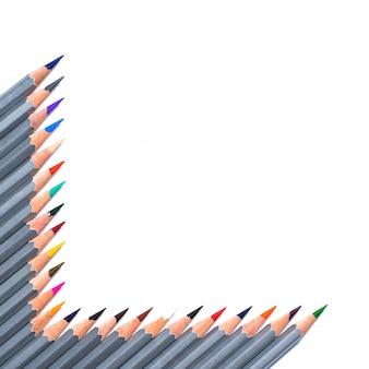 Potloden lagen in de vorm van een kader dat op een witte achtergrond wordt geïsoleerd