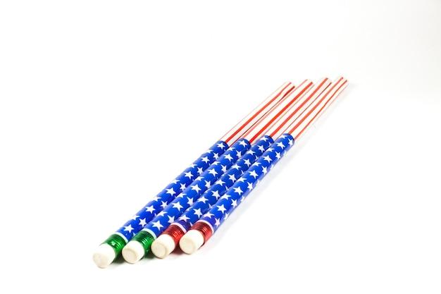 Potloodstrepen amerikaanse vlag op witte achtergrond