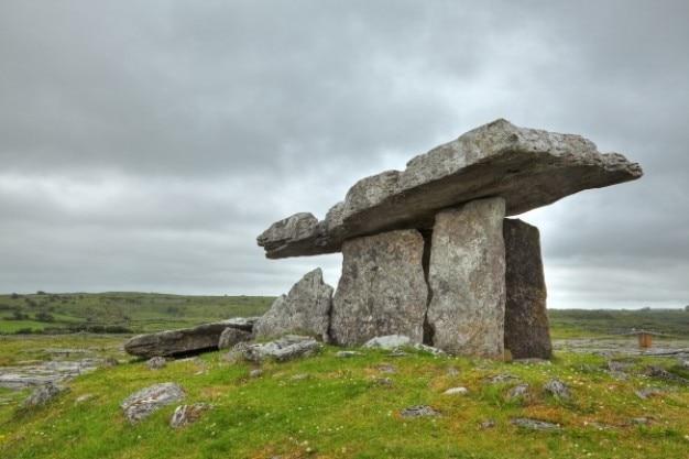 Poulnabrone dolmen hdr
