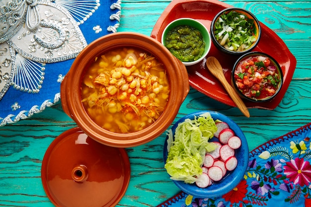 Pozole met mote grote maïsstoofpot uit mexico