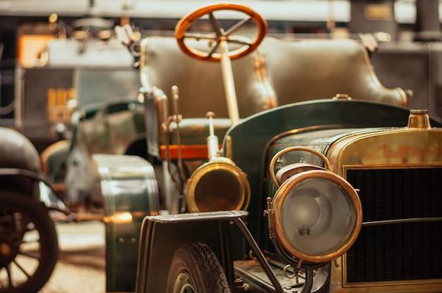 Praag, tsjechische republiek technisch museum, retro auto.
