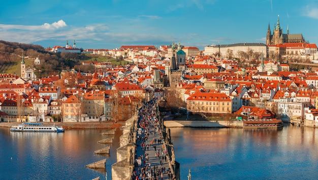 Praagse burcht en de karelsbrug, tsjechië