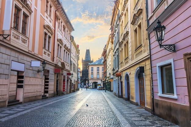 Praagse straat en de kruittoren, geen mensen.