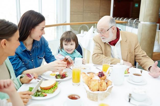 Praat bij het ontbijt