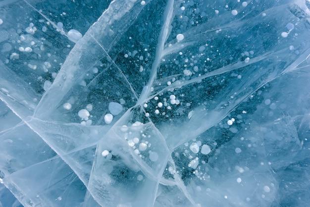 Prachtig ijs van het baikalmeer met abstracte scheuren