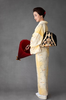 Prachtig japans model met een rode paraplu
