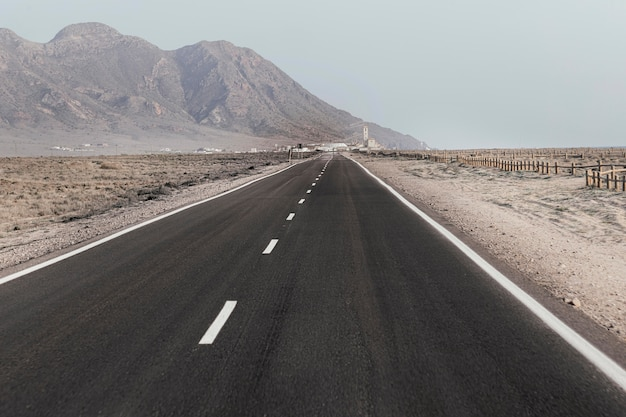 Prachtig landschap met wegen en heuvels