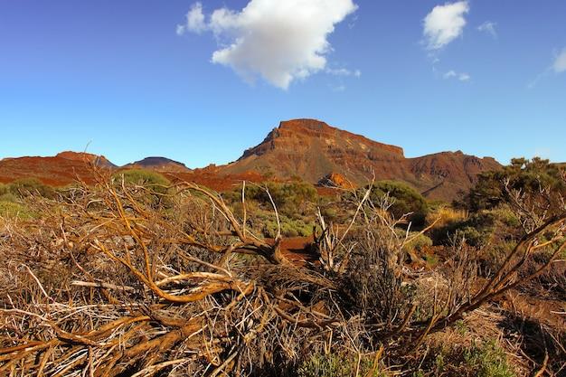 Prachtig natuurlandschap met bergen en lucht tenerife canarische eilanden