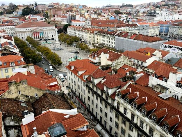 Prachtig panoramisch uitzicht op de stad van bovenaf. lissabon. portugal