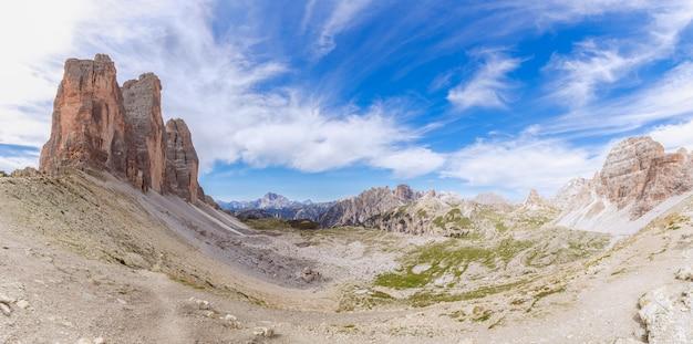 Prachtig panoramisch uitzicht op tre cime di lavaredo. italiaanse dolomieten. zuid-tirol, italië