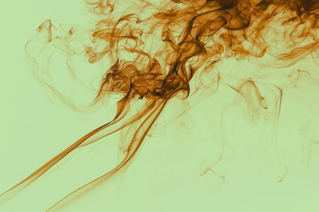 Prachtig rook vintage kleurenfilter zwevend in de lucht