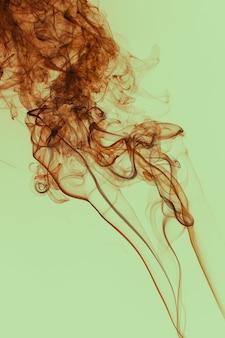 Prachtig rook zwevend vintage kleurenfilter in de lucht