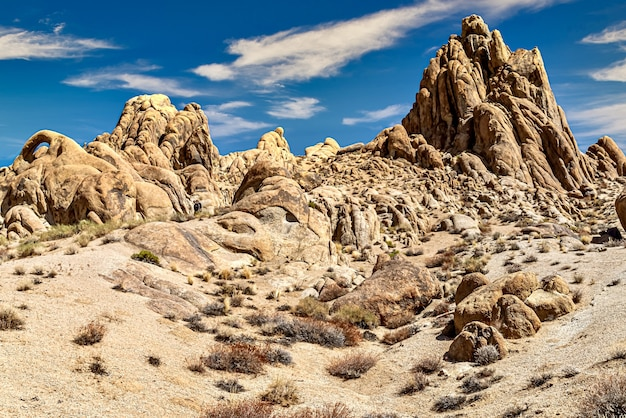Prachtig schot van rotsformaties in alabama hills, californië