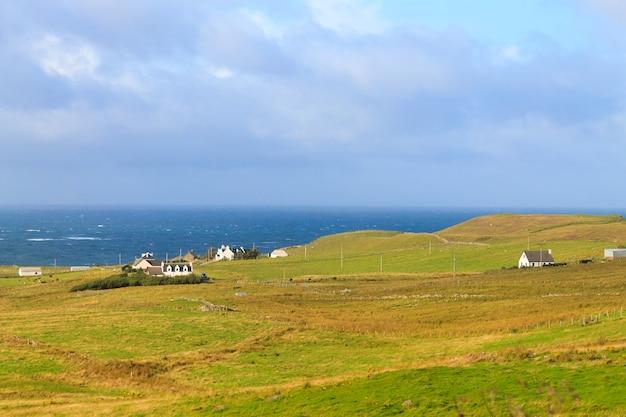 Prachtig schots panorama van highland-gebied. reisbestemming schotland