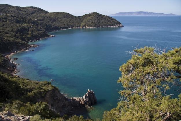 Prachtig shot van de kust bij cala grande