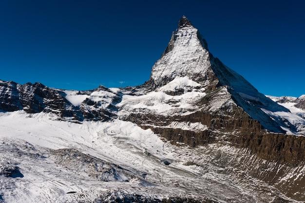 Prachtig shot van de matterhorn, de berg van de alpen