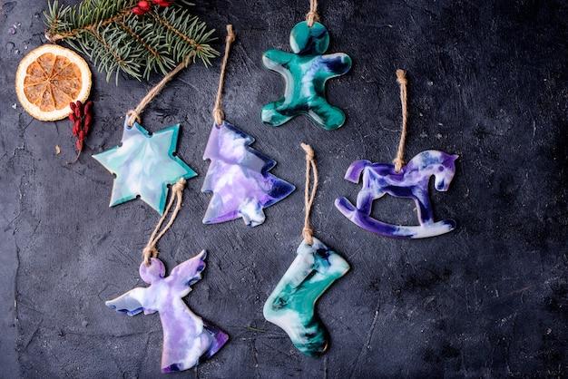 Prachtig speelgoed op de kerstboom