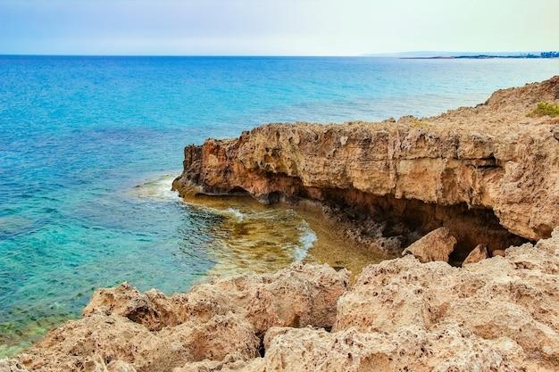 Prachtig strand in de natuur