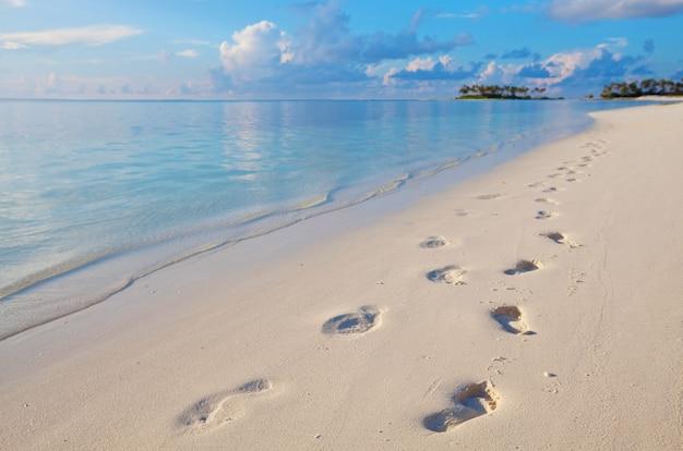 Prachtig strand op de malediven.