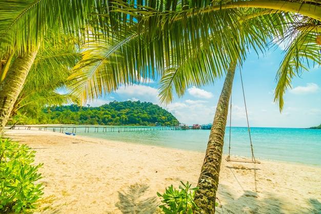 Prachtig tropisch strand en zee