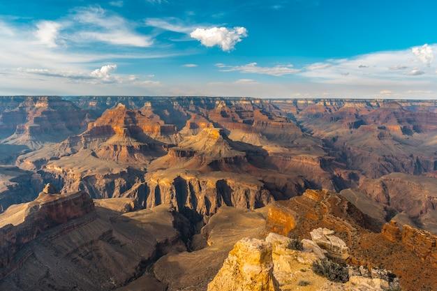 Prachtig uitzicht bij zonsondergang op het mojave-punt van de grand canyon