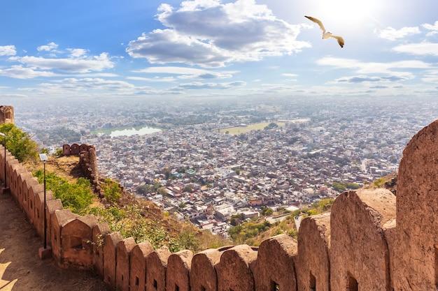 Prachtig uitzicht in jaipur vanaf nangarhar fort, india