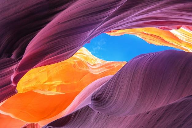Prachtig uitzicht op antelope canyon zandsteen formaties in de beroemde navajo tribal nationaal park in de buurt van page, arizona, usa