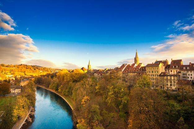 Prachtig uitzicht op bern en de kathedraal van berner munster in zwitserland