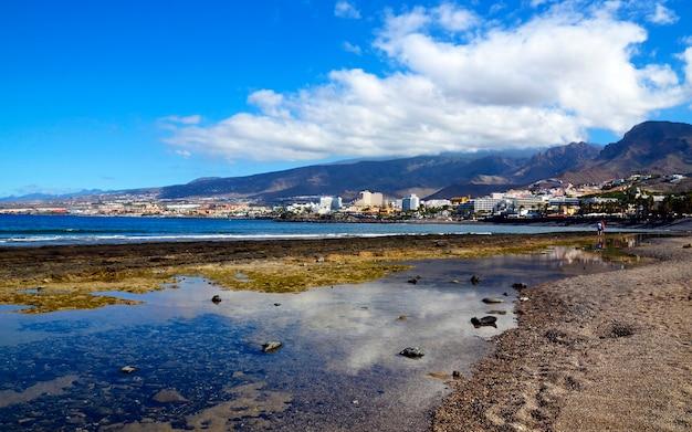 Prachtig uitzicht op costa adeje, toeristische bestemmingen van de canarische eilanden, spanje.