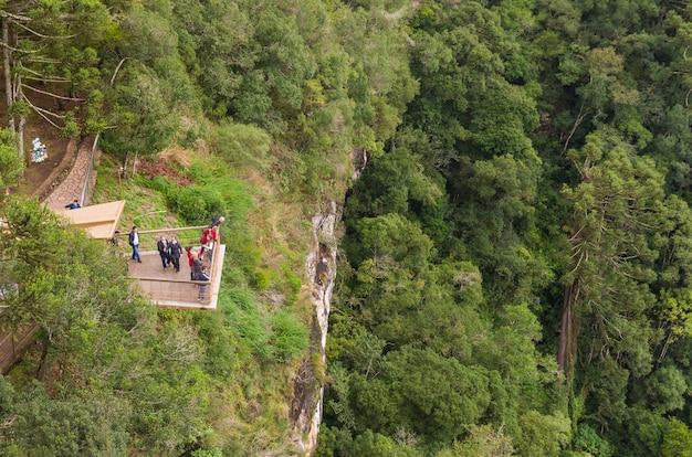 Prachtig uitzicht op de caracol-waterval