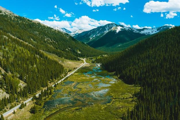 Prachtig uitzicht op de independence pass in colorado