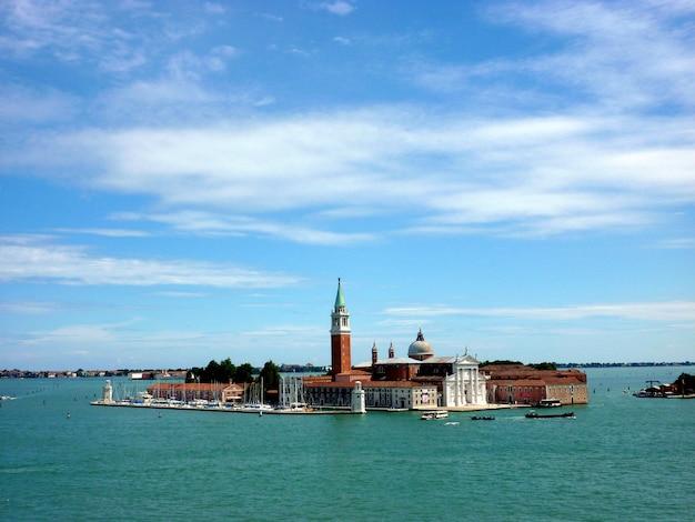 Prachtig uitzicht op de kathedraal van san giorgio maggiore, op een eiland in de venetiaanse lagune, venetië, italië.