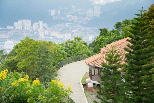Prachtig uitzicht op de top van penang hill, maleisië.
