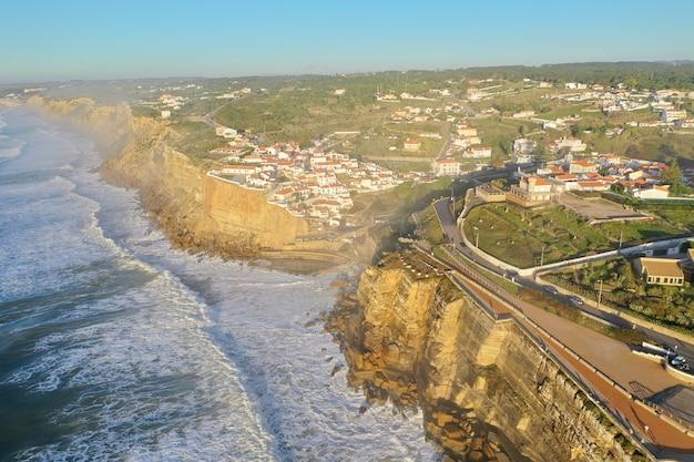 Prachtig uitzicht op een woonwijk vlakbij zee