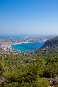 Prachtig uitzicht op het eiland kos vanaf de berg
